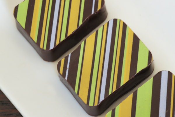 Passion Fruit 100% real passion fruit combined with chocolate for a clean, tangy, juicy and exotic taste. Tastes just like eating a fresh passion fruit, with chocolate for double the pleasure.