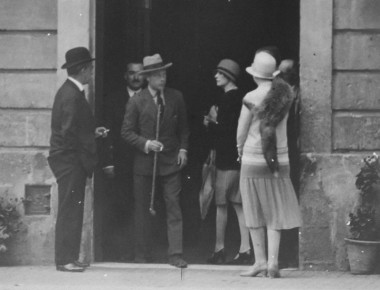 The Prince of Wales, later Edward VIII (photo 1927) and directly behind him, Manuel Otero I